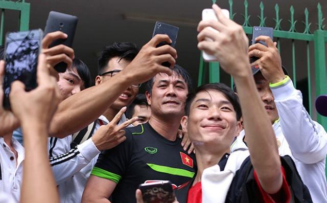 Tuyển Việt Nam được chào đón tại Cần Thơ: Điều ước đã chạm đến trái tim